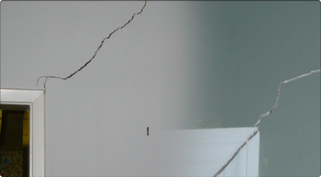 Superior Interior Wall Cracks Usually Appear If The Foundation Of The House Starts  Settling With Fixing Cracked Plaster